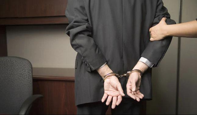 奥蒂斯上星期四被捕。